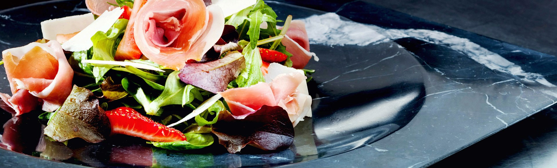 fresh-spinach-salad-with-prosciutto-and-strawberries - Private Chef Service For Your Villa Holidays In Santorini, Cyclades, Greece