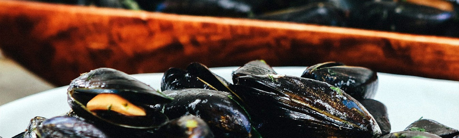 steamed-mussels-with-ouzo-and-fresh-tomatoes - Alargo Private Chef Service in Crete | Christos & Michael