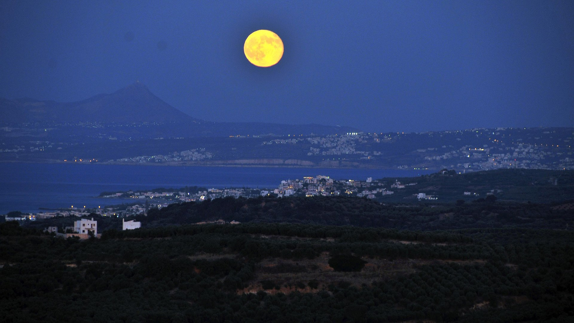 The August 2014 Full Moon, Crete, Greece | 10 Aug 2014  | Alargo