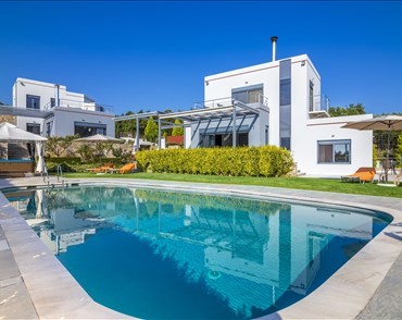 Diana Villas - Villas with Pools in Crete, Corfu & Paros | Handpicked by Alargo