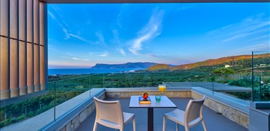 oniro-villa-agios-georgios-kissamos-chania-1 - Villas with Pools in Crete, Corfu & Paros | Handpicked by Alargo