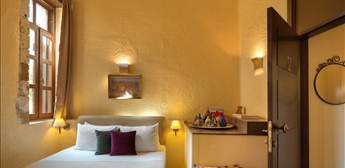 standard-double-alcanea-room-v-old-town-chania-crete-1 - Villas with Pools in Crete, Corfu & Paros | Handpicked by Alargo
