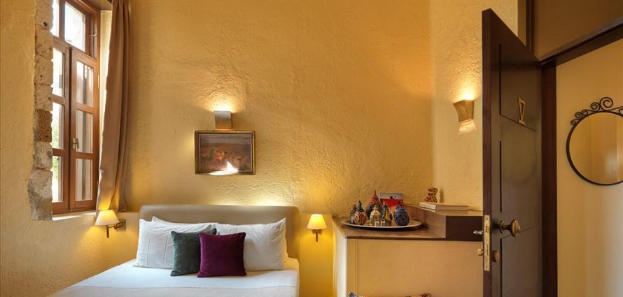 superior-family-room-with-balcony-alcanea-family-room-ix-old-town-chania-crete-1 - Villas with Pools in Crete, Corfu & Paros | Handpicked by Alargo