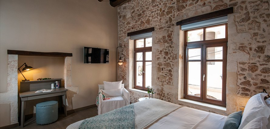 junior-suite-serenissima-hotel-old-town-chania-crete-1 - Villas with Pools in Crete, Corfu & Paros | Handpicked by Alargo