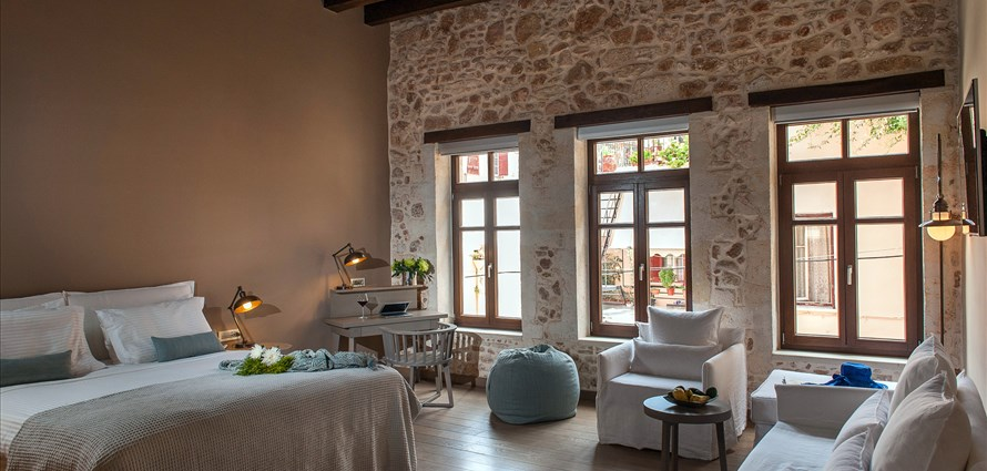 superior-suite-serenissima-hotel-old-town-chania-crete-1 - Villas with Pools in Crete, Corfu & Paros | Handpicked by Alargo