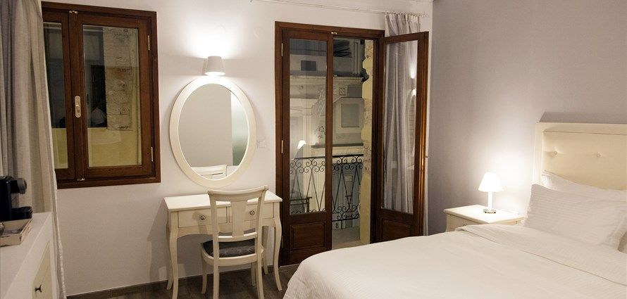 deluxe-double-room-no1-old-town-chania-crete-1 - Villas with Pools in Crete, Corfu & Paros | Handpicked by Alargo
