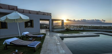 Lady Daphne Villa - Villas with Pools in Crete, Corfu & Paros | Handpicked by Alargo