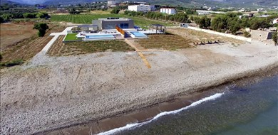 Meltemi Beach Front Villa - Villas with Pools in Crete, Corfu & Paros | Handpicked by Alargo